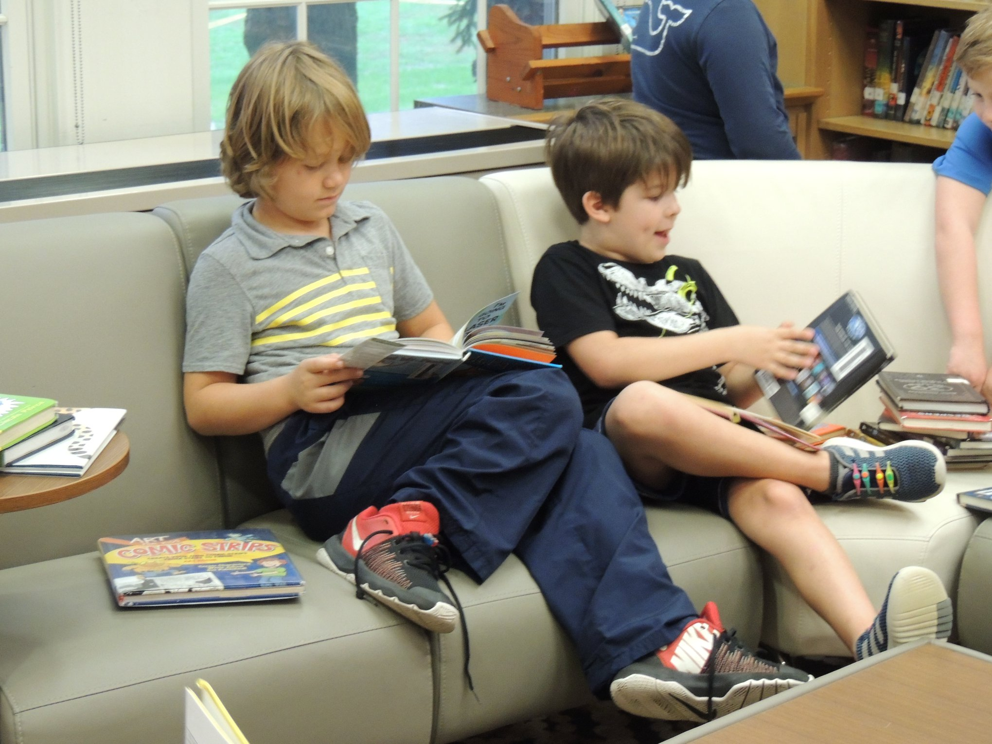 WS Students Reading in WS Library Livingroom